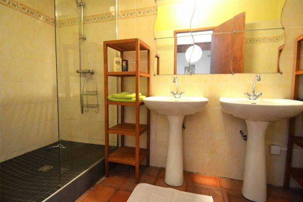 Badkamer van gastenkamer Colombard in Souillac