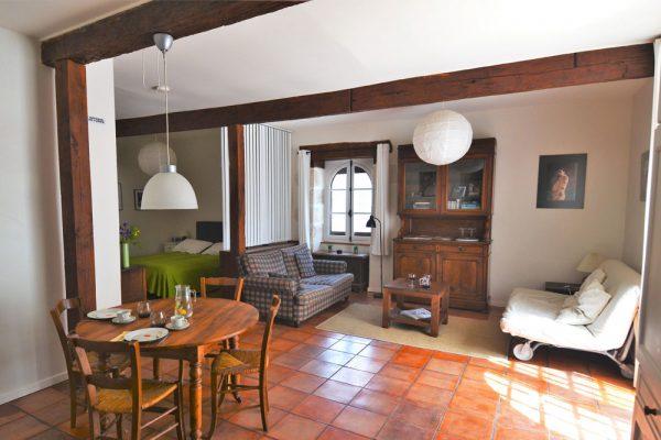 eethoek, zitruimte en slaapruimte van gastenkamer Manseng Le Manoir Souillac