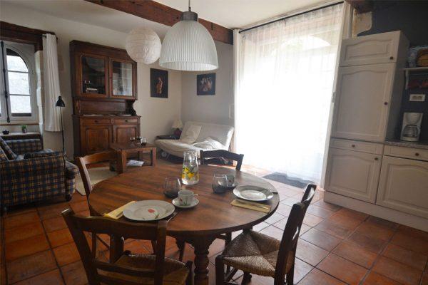Eetruimte en zithoek gastenkamer Manseng Le Manoir Souillac