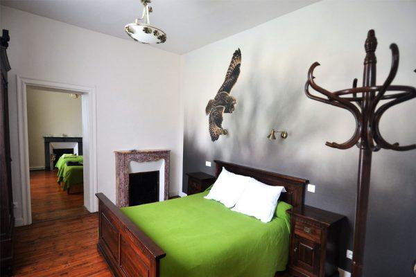 familiekamer met dubbelbed en twee enkele bedden Negrette