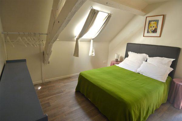 slaapkamer met dubbelbed gite Malbec Le Manoir Souillac
