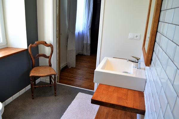 Badkamer met douche van kamer Négrette Le Manoir Souillac
