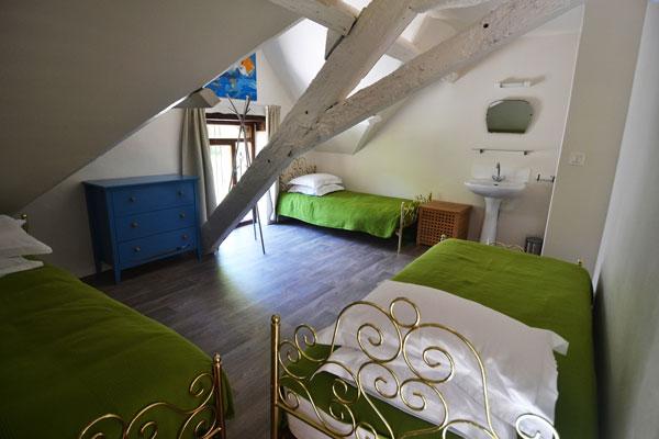 3 enkele bedden in slaapkamer van gite Malbec Le Manoir Souillac