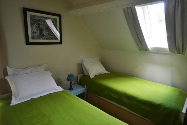 kamer met 2 enkele bedden van gite Tannat