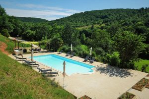Le Manoir, zicht over zwembad