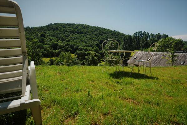Le Manoir in Souillac, zicht over de heuvels vanaf terras