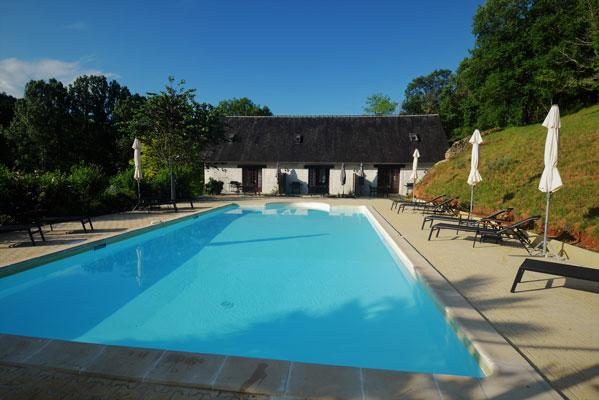 Het zwembad van 12x6 op Le Manoir