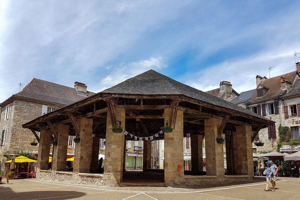 Overdekte markt in Martel, vallei van de Dordogne