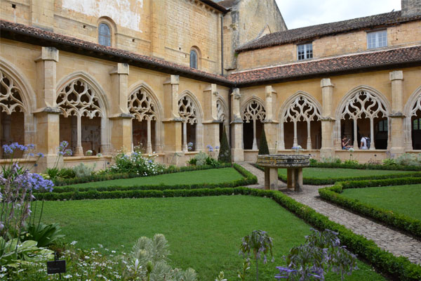 Cloister of the abbaye of Cadouin
