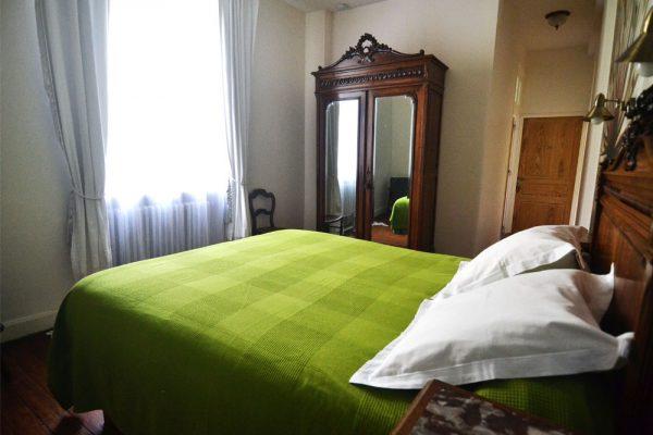 chambre a coucher salle de bain Braucol Le Manoir Souillac