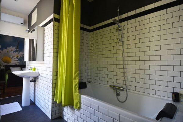 salle de bain chambre d'hote Mauzac Le Manoir Souillac