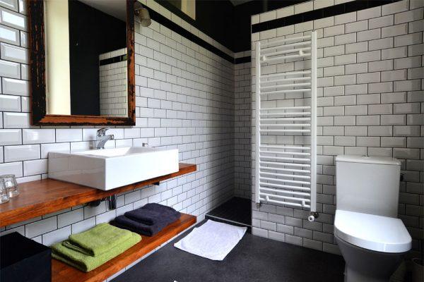Salle de bain de la chambre familiale Negrette Le Manoir Souillac