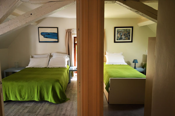 chambre avec 2 lits simples du gite tannat Le Manoir Souillac