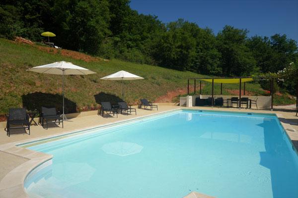 piscine et pergola du Manoir a Souillac,