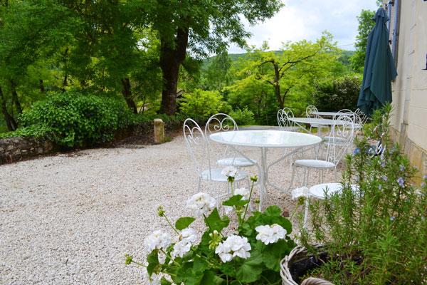 Tables devant la maison du Manoir à Souillac