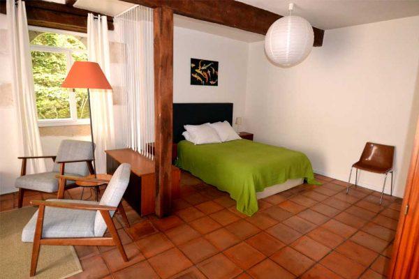 Salon et coin a coucher de la chambre d'hotes Colombard Le Manoir Souillac
