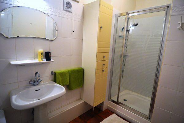 Badezimmer des Gästezimmers Manseng Le Manoir Souillac