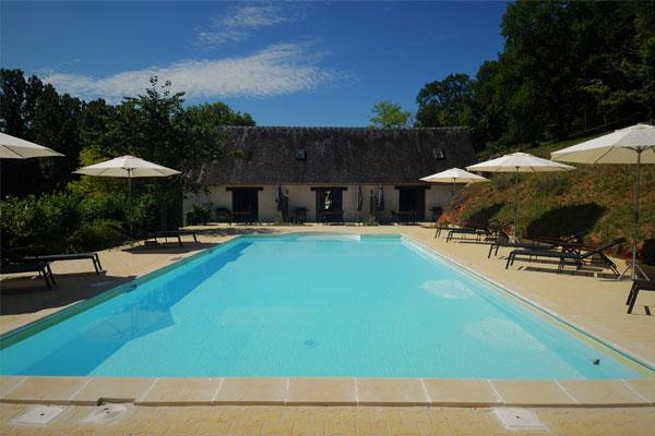 genieße den Pool Le Manoir Souillac