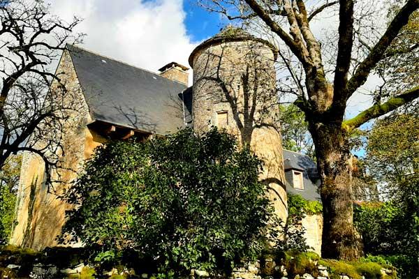 Zicht vanop wandeling in Gignac in de Lot, Occitanie