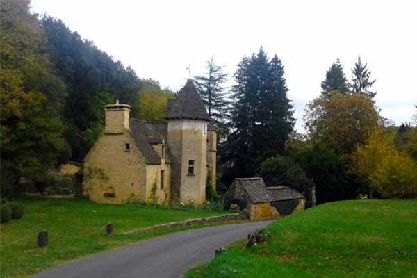 Zicht van wandeling vanaf Saint-Crépin-et-Carlucet: het kasteel van Lacypierre
